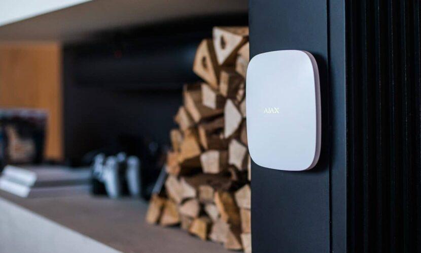 Охоронні системи Ajax Hub Plus поповнення продуктової лінійки бездротовою інтелектуальною централлю нового покоління