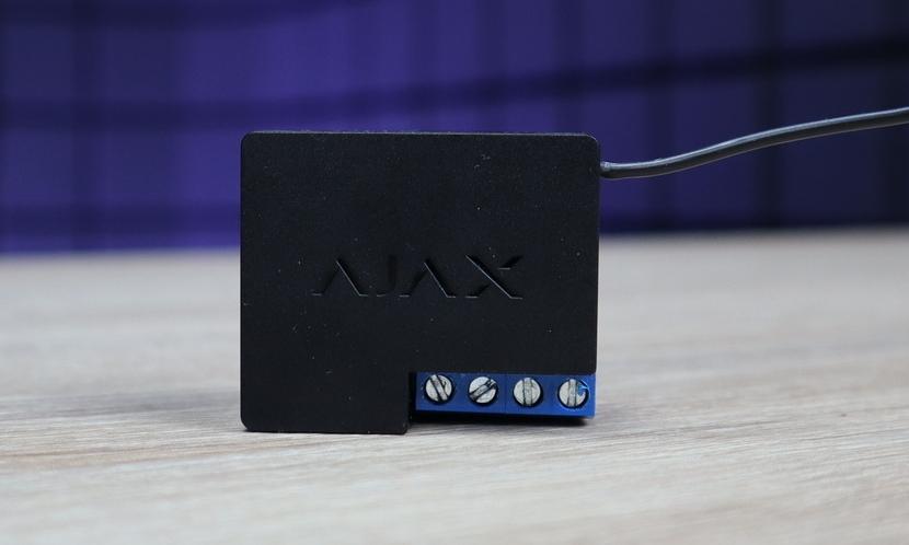 Охоронні системи Огляд силового реле Ajax WallSwitch